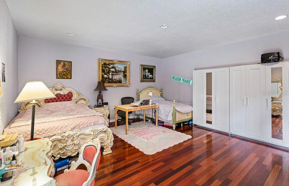 315 WOOTEN ROAD, LUTZ, Florida 33548, 5 Rooms Rooms,2 BathroomsBathrooms,House,Pending/Under-Contract, WOOTEN,1010